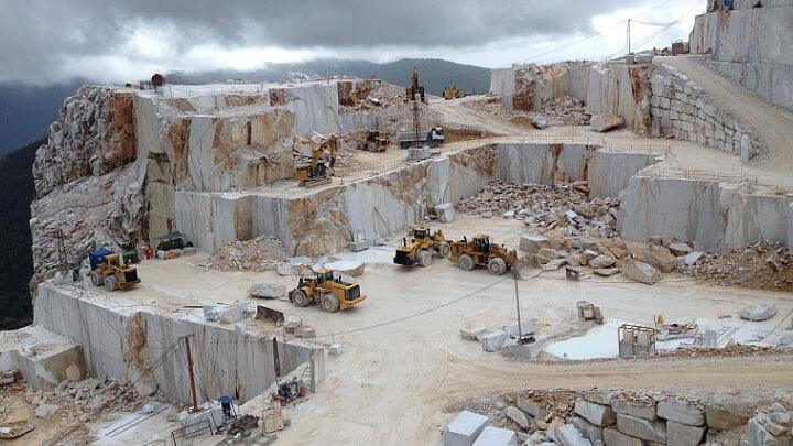 Uno scorcio delle cave di marmo a Carrara