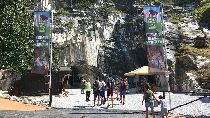 Entrata della grotta Antro del Corchia