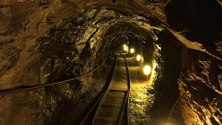 Tunnel nella Miniera d'argento vivo