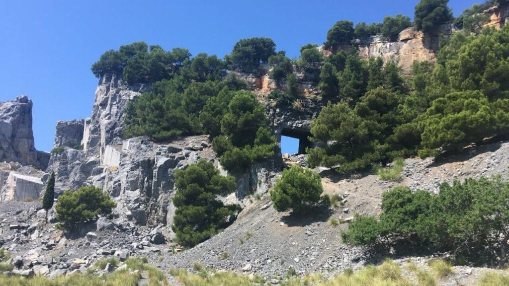 Uno scorcio delle cave abbandonate di portoro