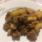 Spezzatino d'agnello con patate e fagioli